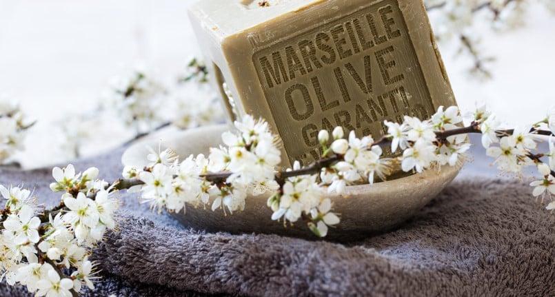 Dentifrice à base de savon de marseille