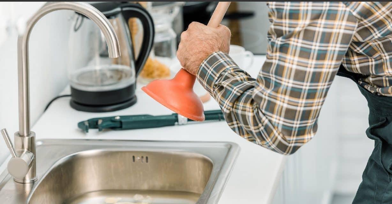11 astuces pour déboucher évier et canalisations naturellement